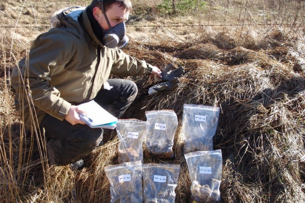 Investigating obsolete pesticides. Photo: DGE Baltic Soil and Environment