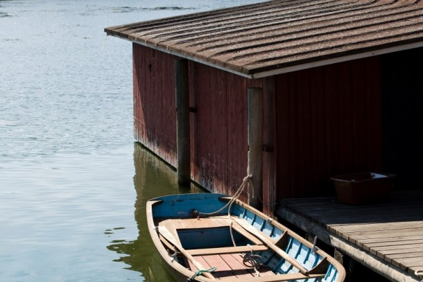 Boathouses surrounded by algal blooms in Korpo, Finland. Photo: Matti Snellman