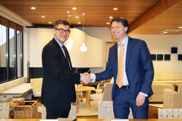 Managing Director Magnus Rystedt and Vice President Björn Ordell signing the agreement at NIB's premises. Photo: Pamela Schönberg, NIB