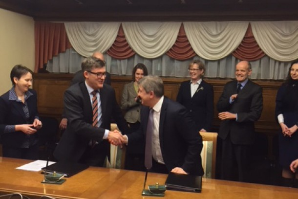 Managing Director Magnus Rystedt and Minister of Finance Olexandr Danyliuk signing the agreement in Kiev. Photo: Julia Shevchuk, NEFCO.