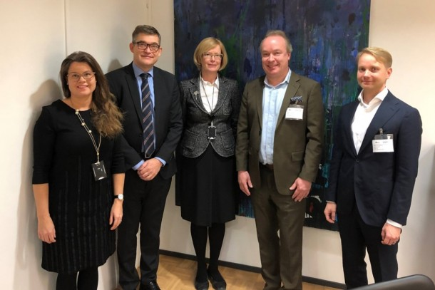 NEFCO and Loudspring signs convertible loan agreement. In the picture from left: Ritva Kauppi, Magnus Rystedt and Helena Lähteenmäki from NEFCO, and Lassi Noponen and Timo Linnainmaa from Loudspring.